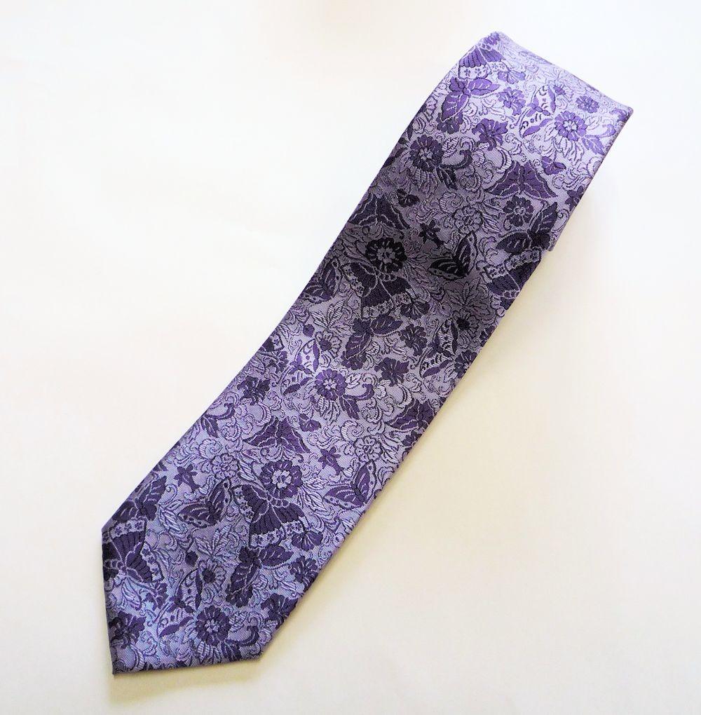 シルクのネクタイで一味違う魅せ方を