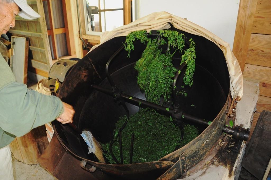 スモーキーな洋酒みたい!昭和初期の製法にならった希少な「青柳製釜炒り茶」
