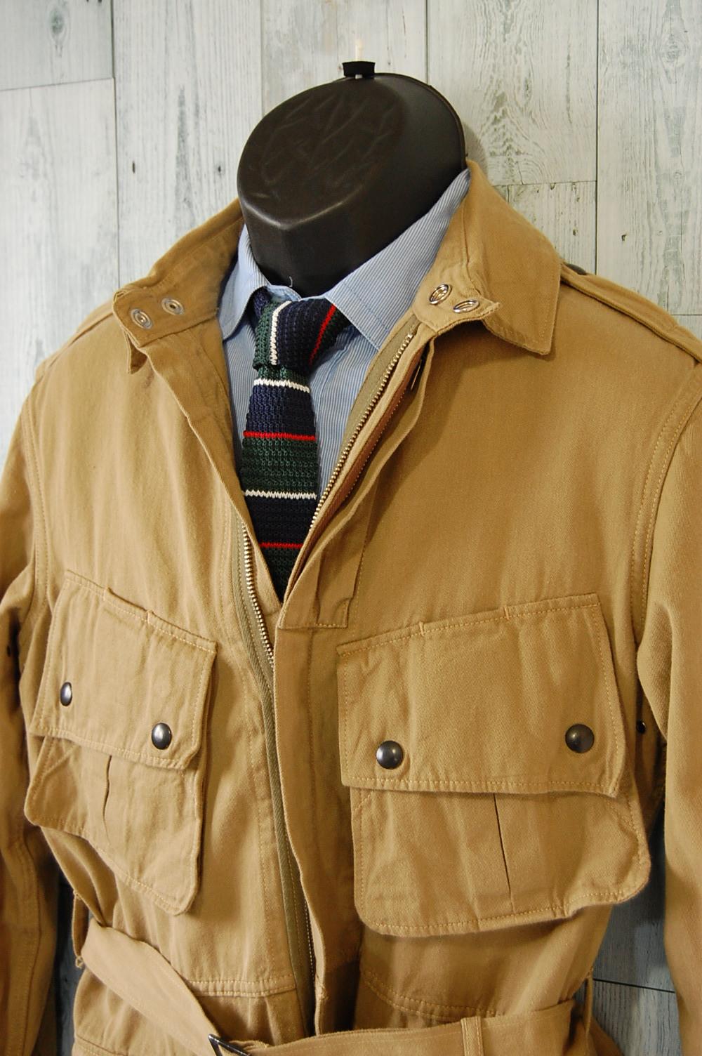 スーツの上に羽織ってもかっこよく決まる大人のためのミリタリージャケット