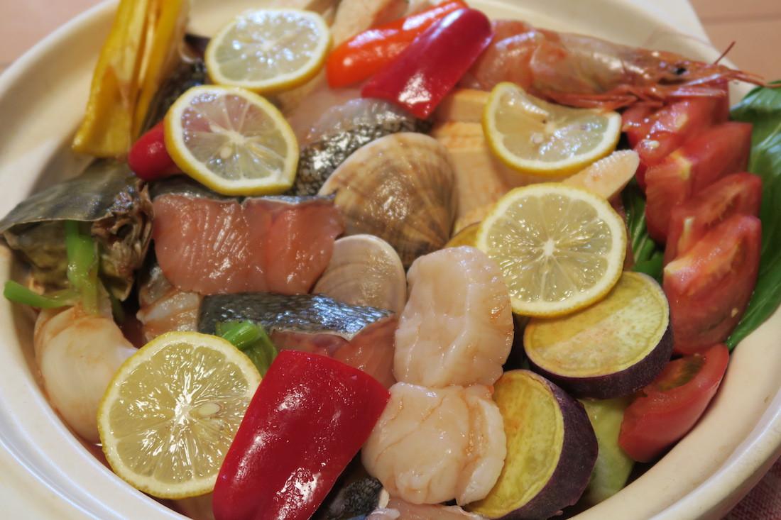 7種の魚貝の海鮮鍋で、酸味が新鮮「あっさり和洋折衷トマトジュース鍋」