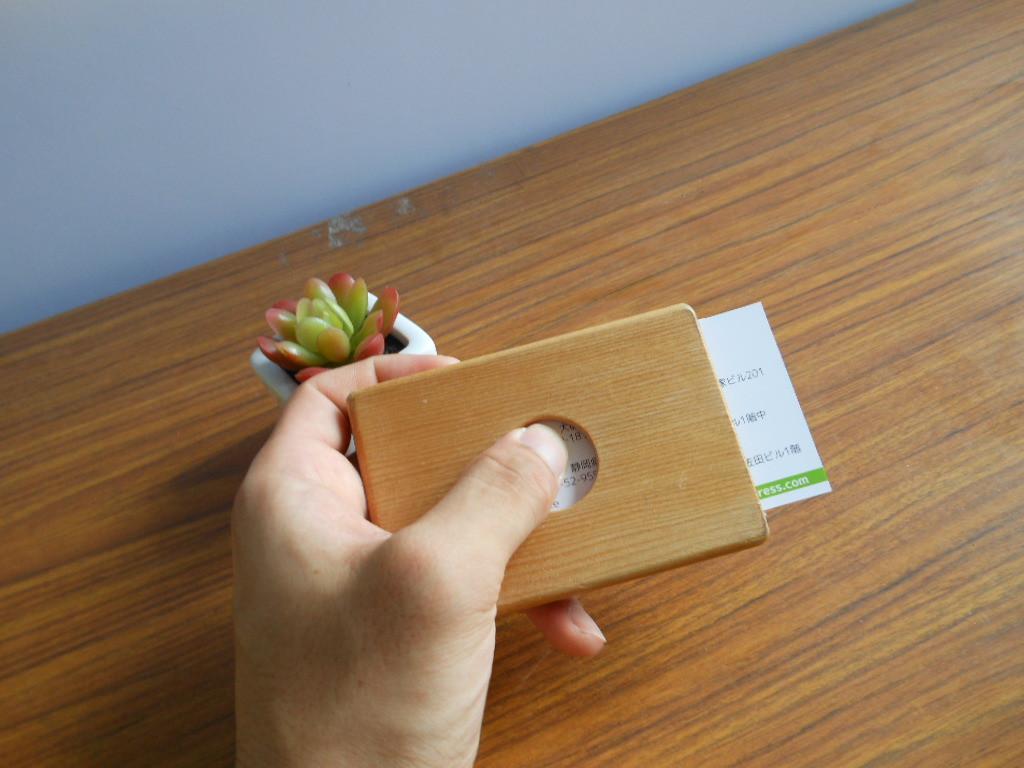 新生活のパートナーに!! 一枚の板から作る木製名刺入れ