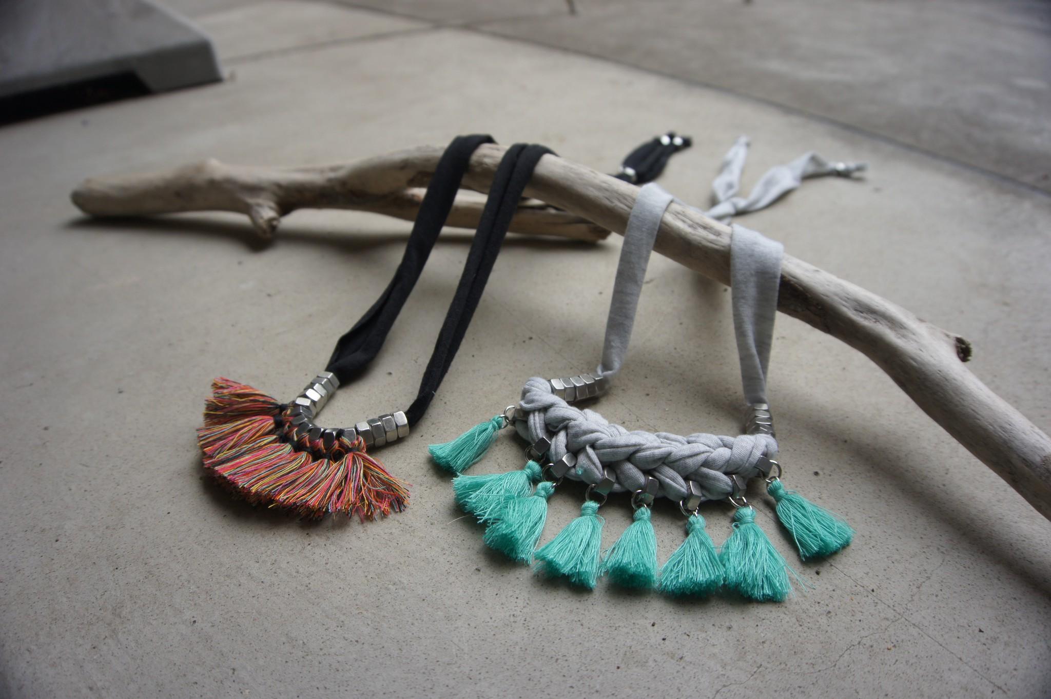 タッセルとスウェット生地で作られたネックレスをご紹介