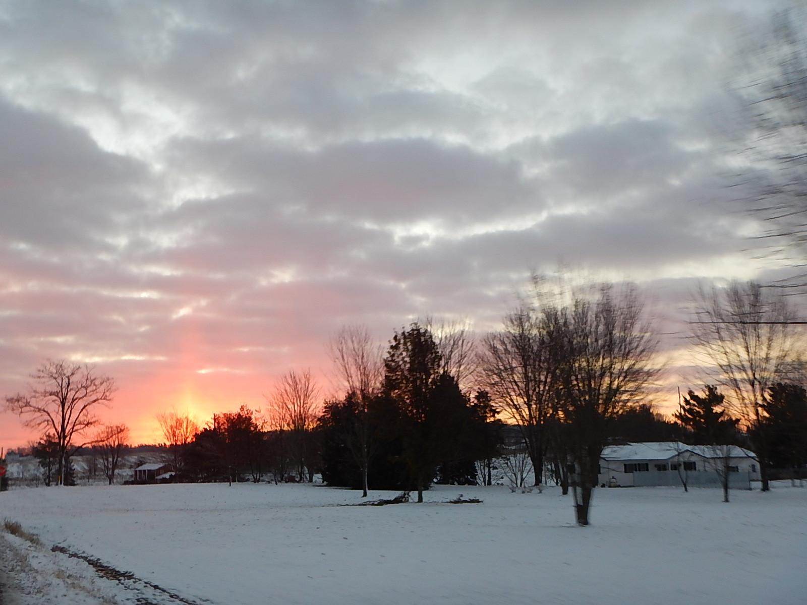 早起きして移動してたら 赤い朝日 と遭遇 初めて見ました!!