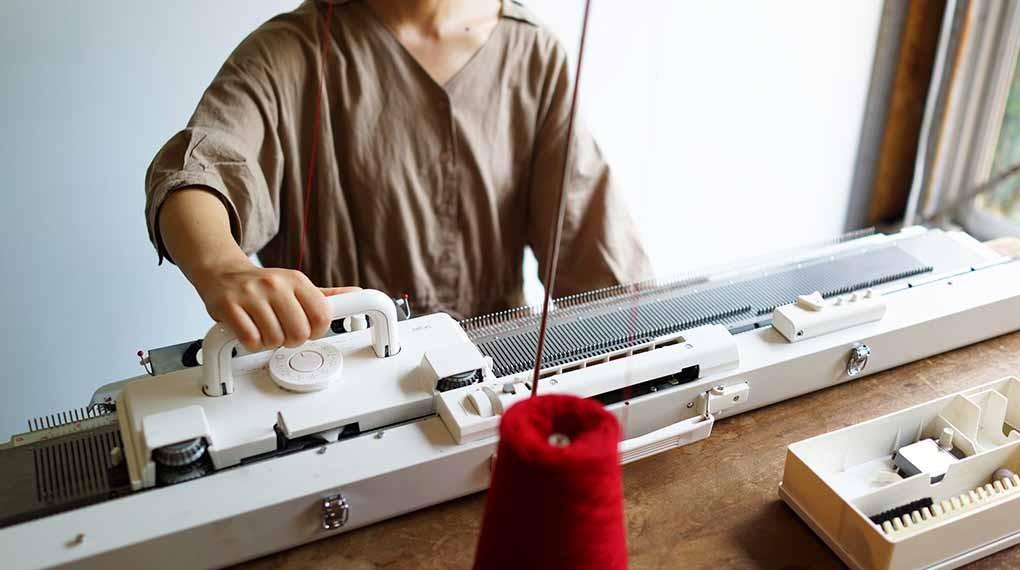 【9月21日、22日、23日、29日】編み機のワークショップを島田店舗で行います。