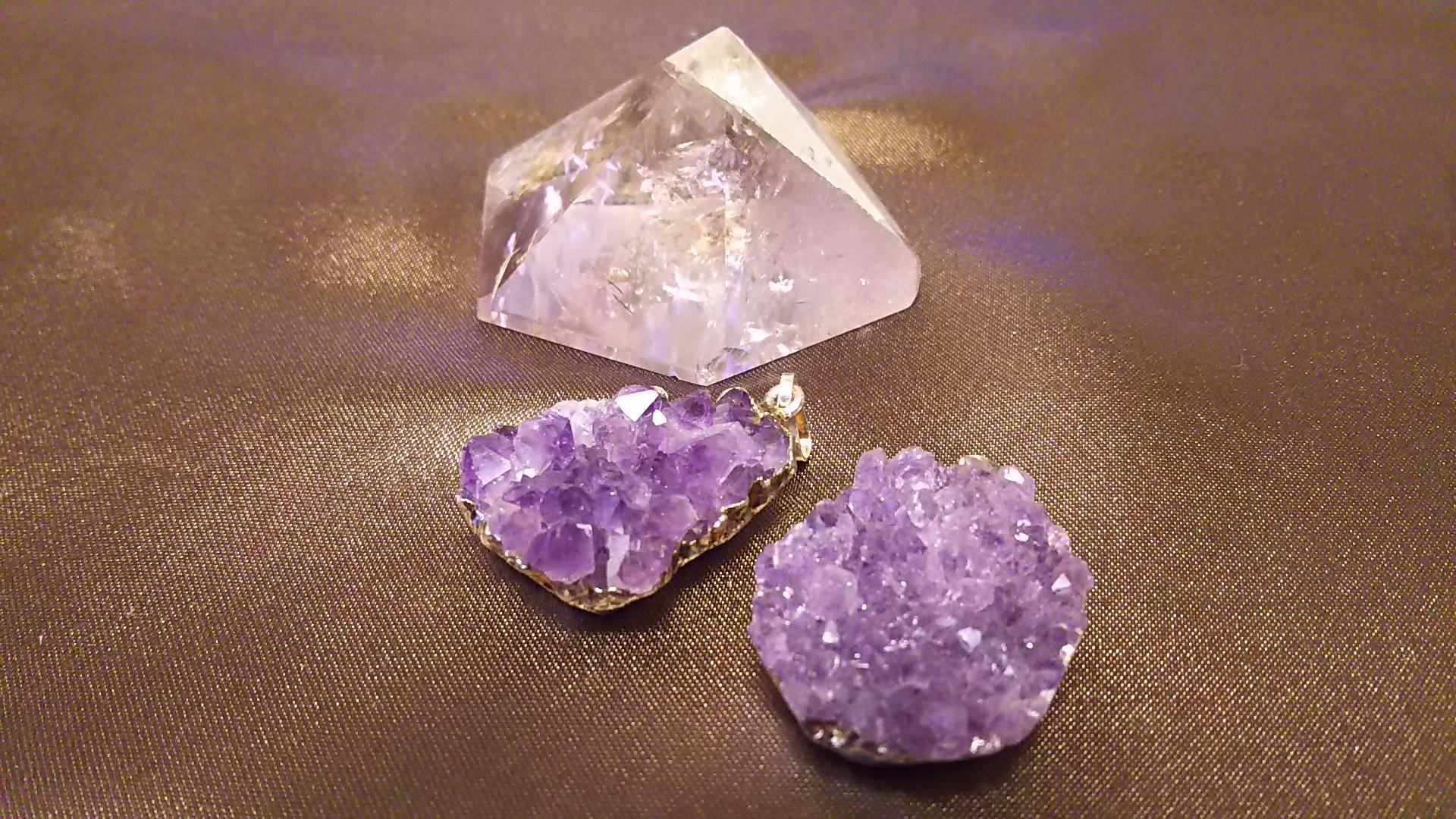 アメジスト【紫水晶】クラスターペンダントと六角すいです♪