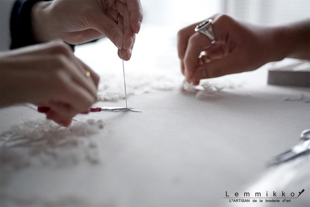 - atelier - チュールに刺繍