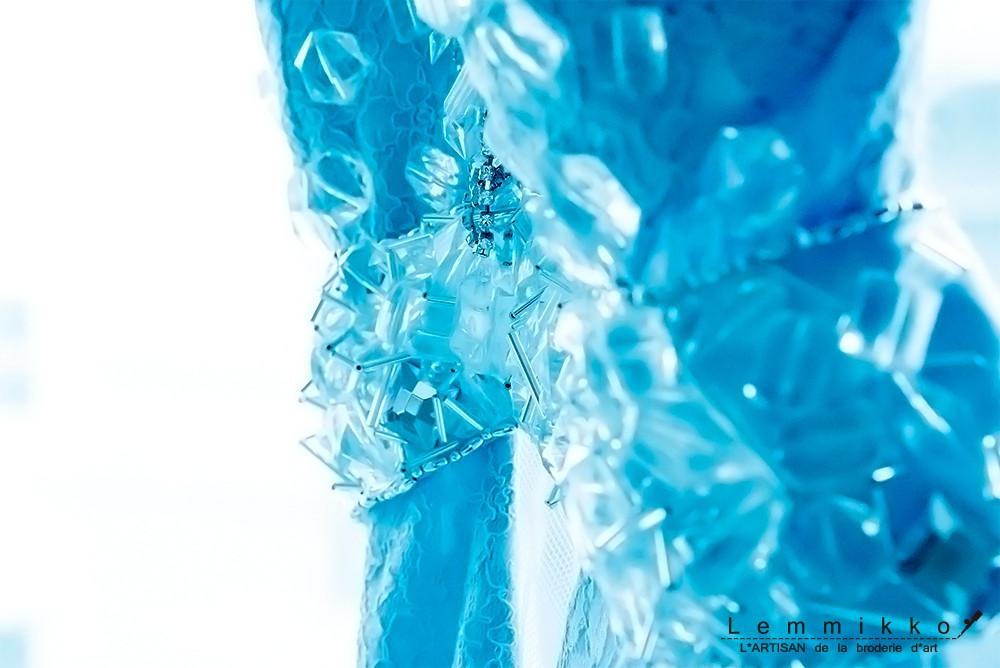 - atelier - 氷のような青い刺繍