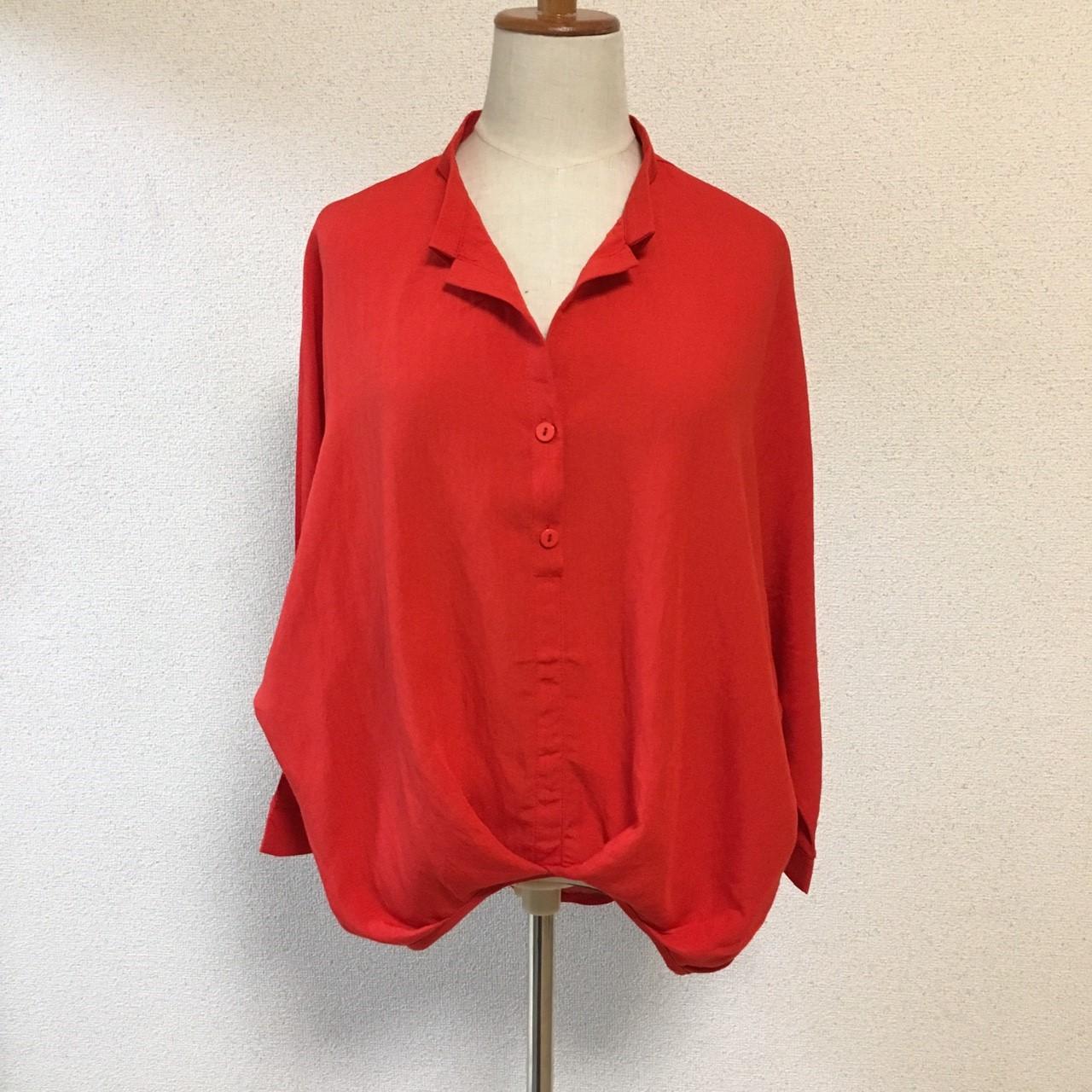 エアリーなスキッパーシャツで楽しむ、大人キュートなシャツスタイル。