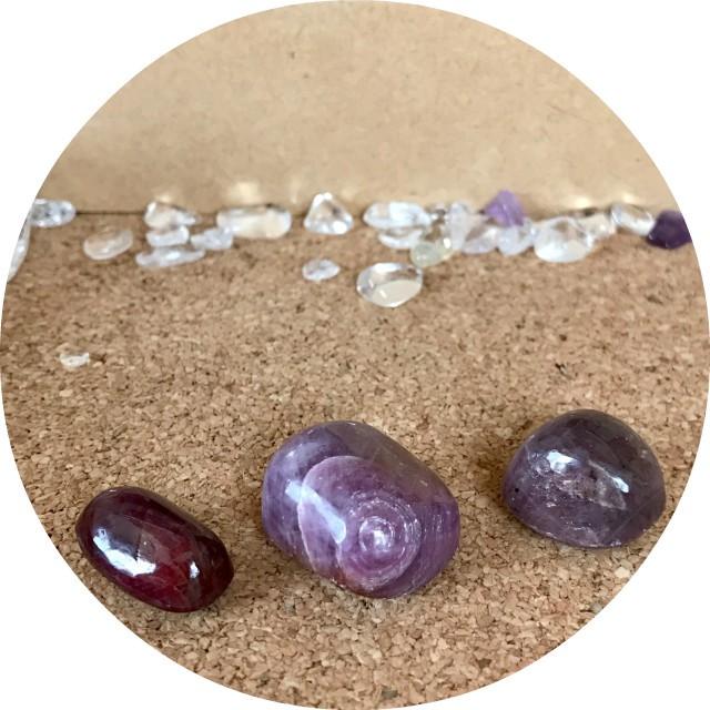 天然石ルビーと宝石ルビー 素敵な女性の石ルビー