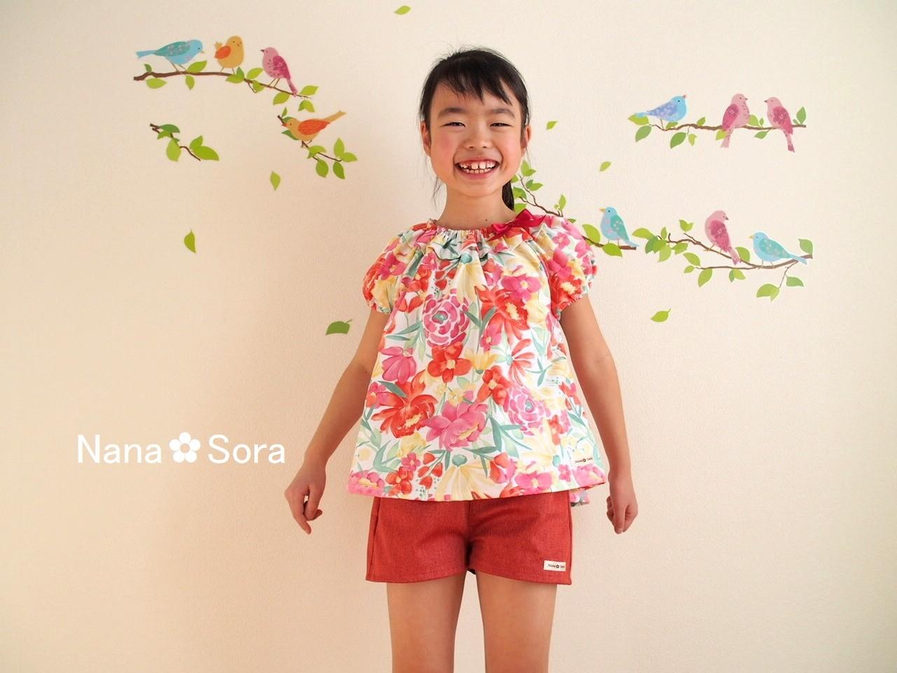 フリル襟が可愛い♪トロピカルな花柄の子供のブラウス♪