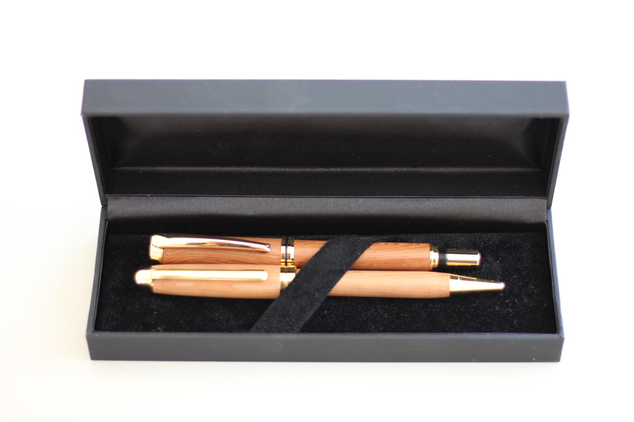 就職・進学のお祝い品に 人生の節目の記念品に、高級天然木の万年筆&ボールペン