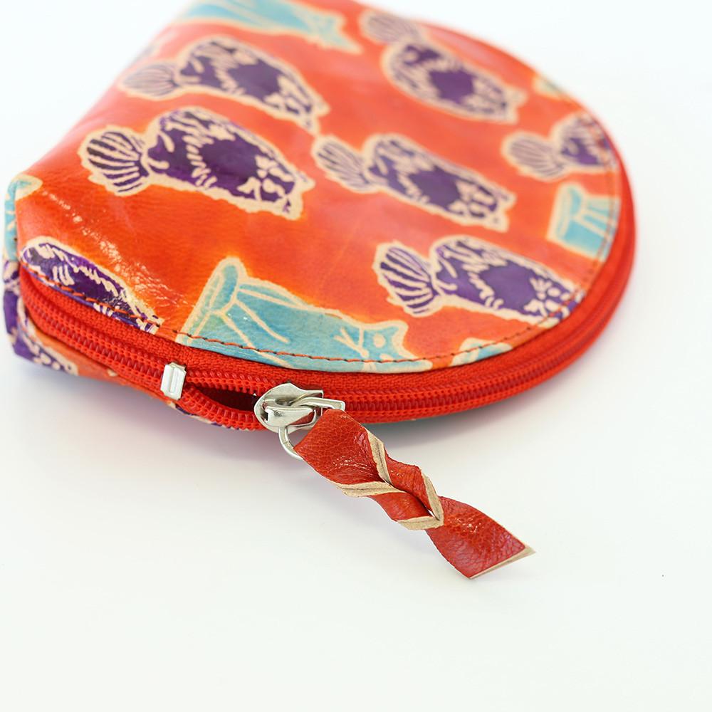 バッグで迷子にならないポーチが人気です!