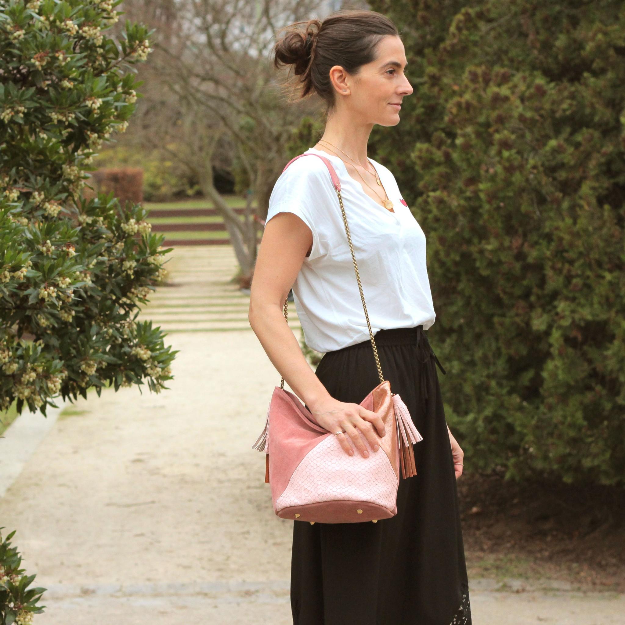 RoseMarySuzy GRETAのバケツバッグはフリンジ付きでボヘミアンスタイル