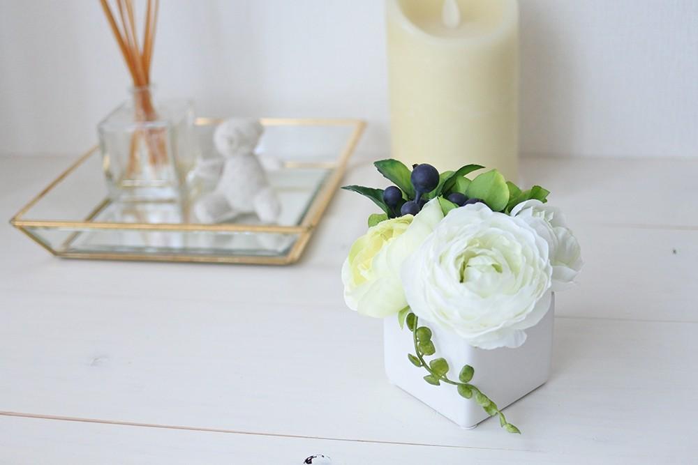 パリスタイルアレンジメント ー 空気をきれいにするお花(造花)