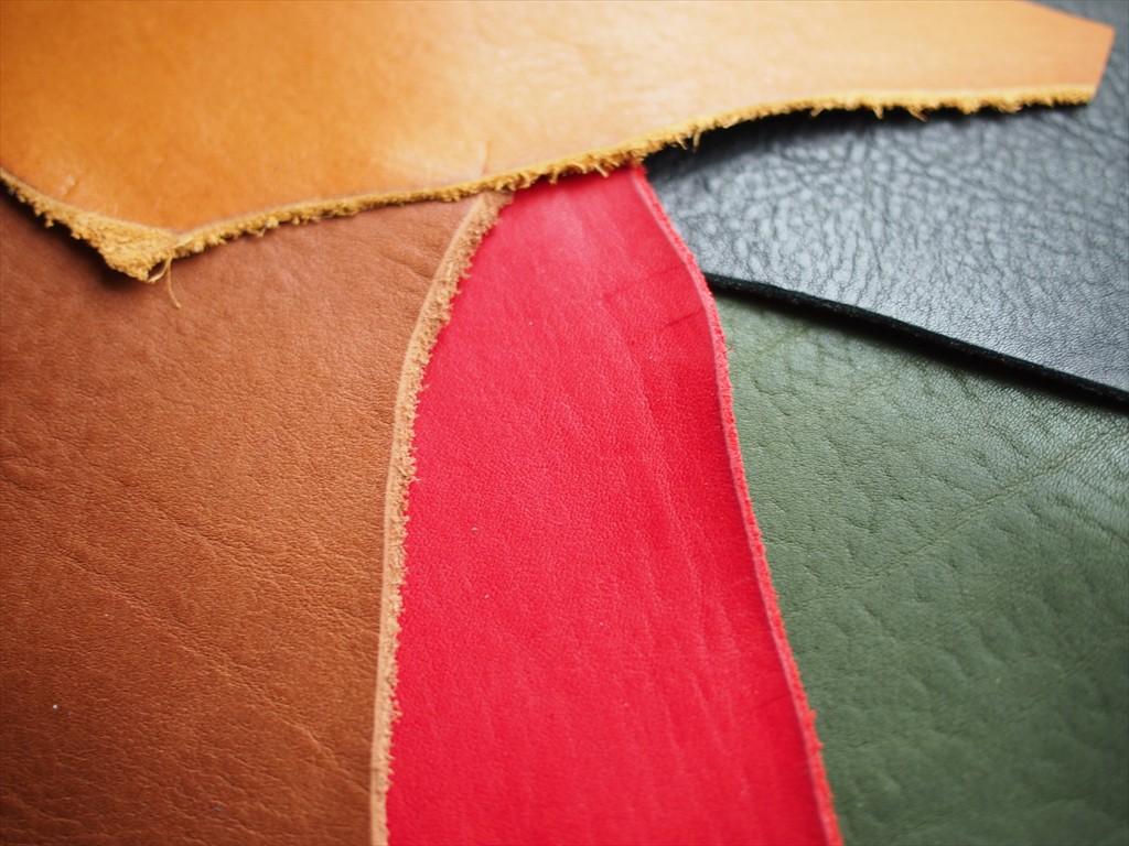 ヌメ革シリーズで人気のカラー!レッド、ブラック、グリーンが入荷しました。