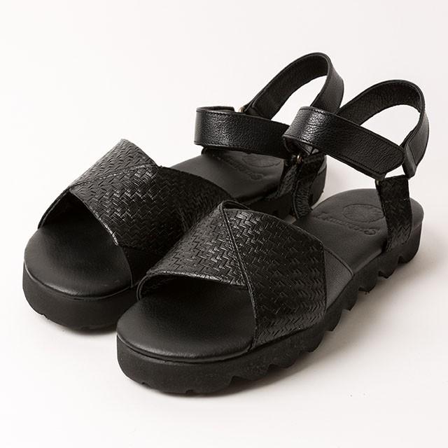 カジュアルになりすぎない!きれいめな夏の足元を作るレザーサンダル。