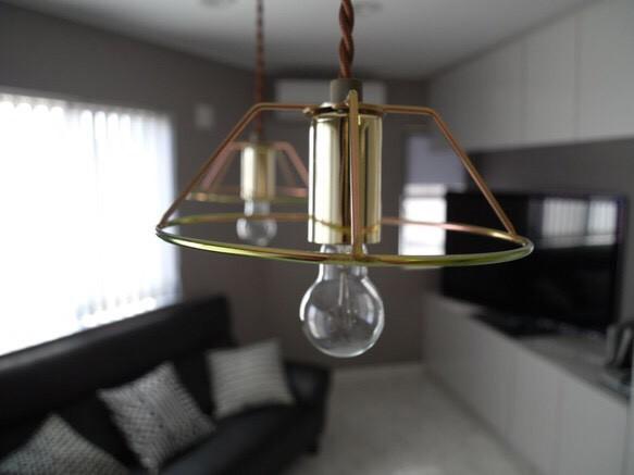 ゴールドのアイアンライトは、シンプルでも上品!