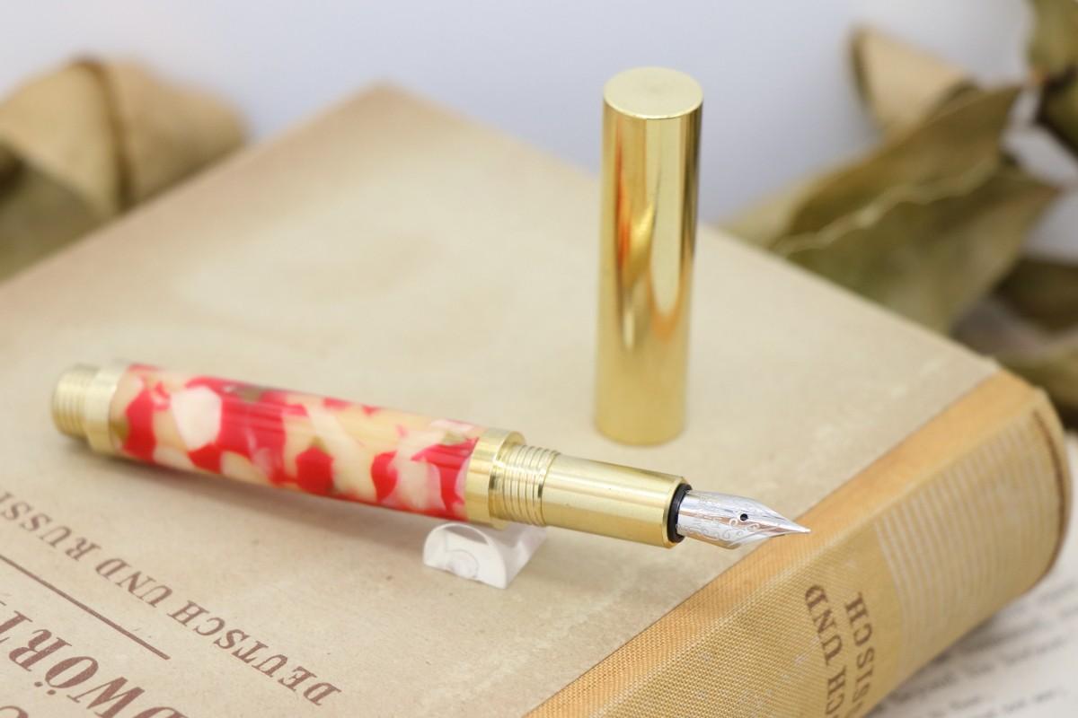 新作のショートサイズ万年筆を追加致しました。在庫ありにて販売中です。