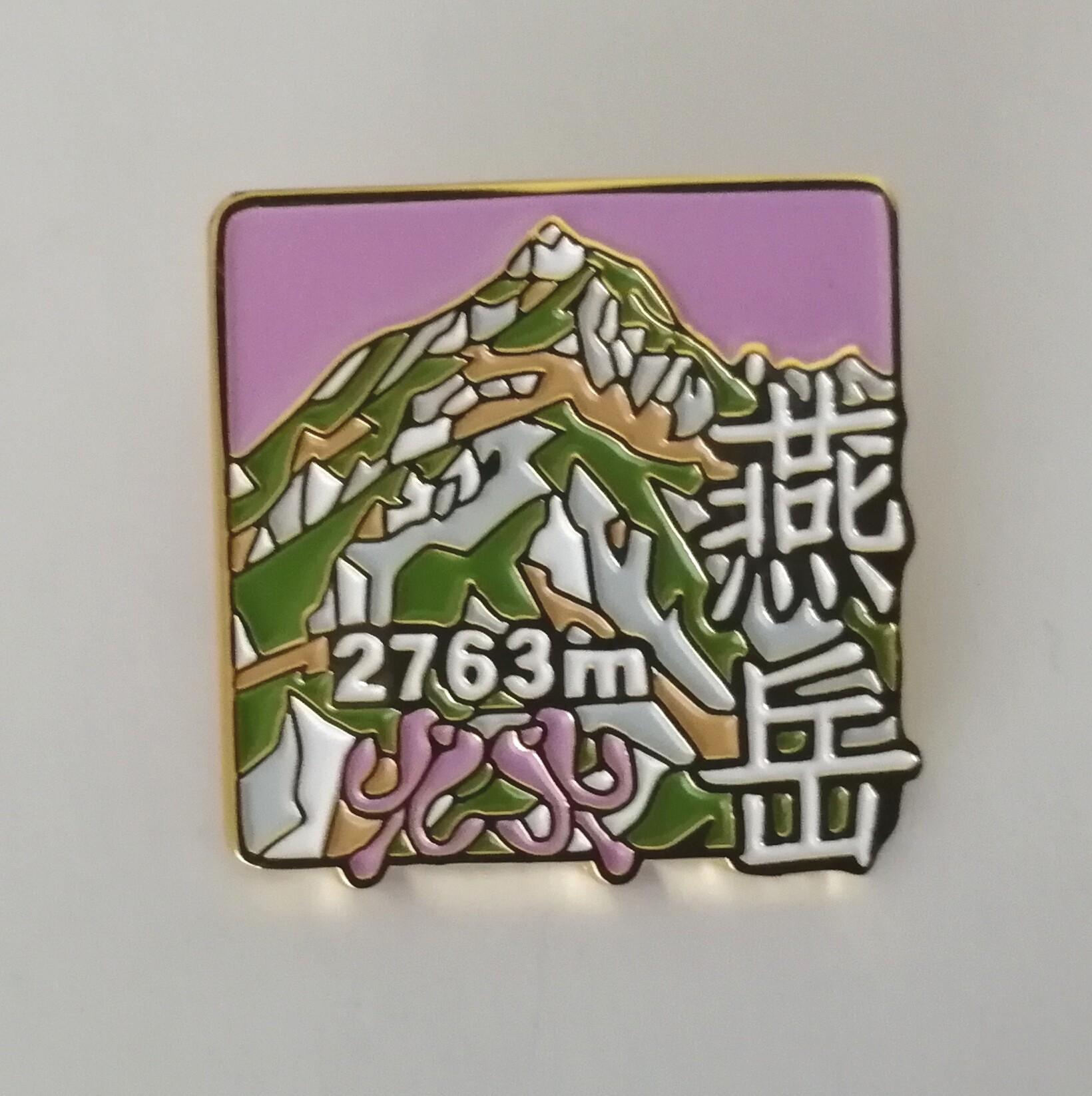 ピンバッジ製作会社BIGWAVEさんとクラフト立花のコラボ商品 「燕岳バッジ」 完成!