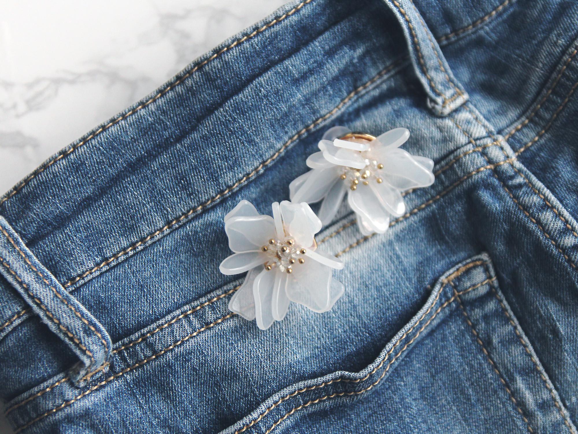 耳元にお花が咲いたっ♡大きなアクリルフラワーが最高に可愛い、ホワイトフラワーピアス
