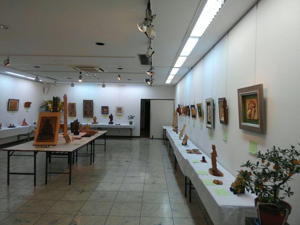 大島画廊木彫教室「木つつき会」による作品展開催中