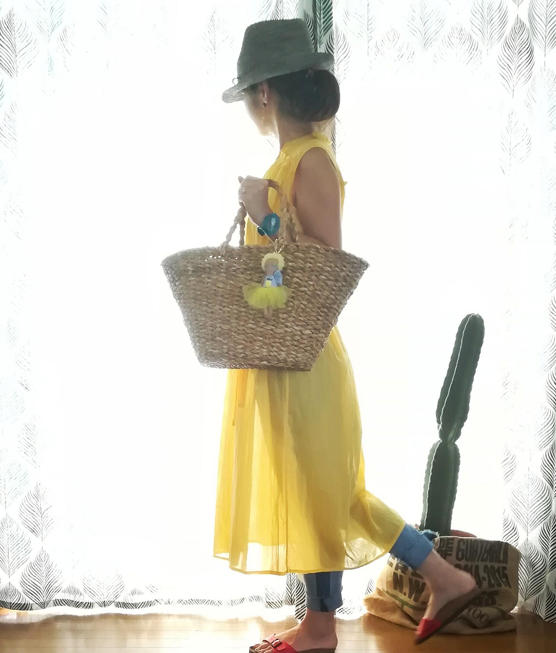 もうすぐ夏休み!子供と一緒のママコーデに大人可愛いドールチャーム♡