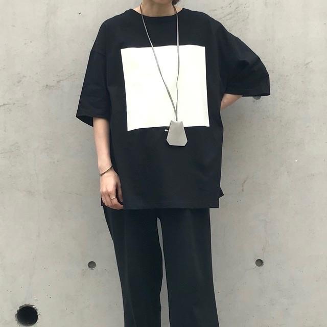 四角プリントTシャツ