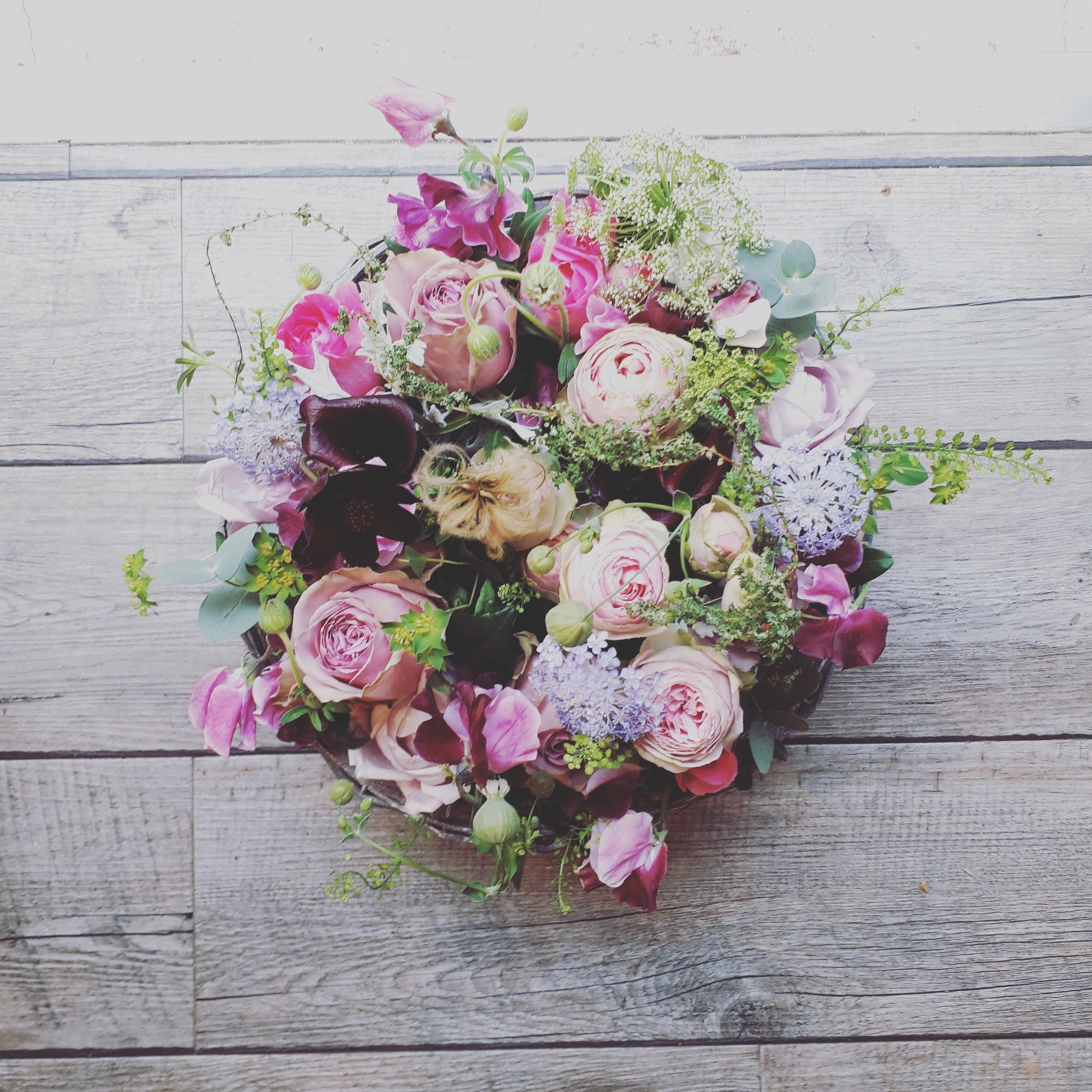 春のお花を使ったフラワーアレンジメント画像と解説