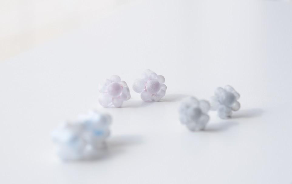 春の景色に似合うピアス「ミズイロトシロ bubble(バブル)」