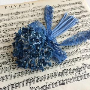 レース小花のコサージュ・藍