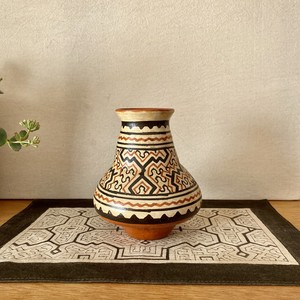 シピボ族の素焼きの壺 高さ12cm 小型
