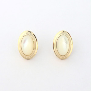 Mother of pearl oval pierce