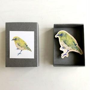 木の鳥ブローチ メジロ
