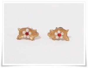 ブタと真珠ピアス(スタッドピアス)ゴールドカラー