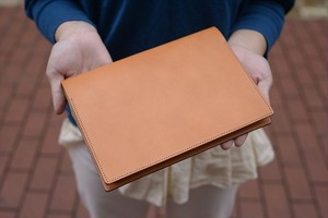 キャメルのヌメ革のA5手帳カバー