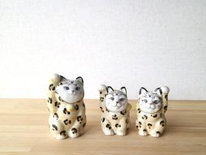 豹の着ぐるみ招き猫(双子の姉)真ん中、右 (各)