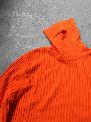 one hole turtleneck rib knit