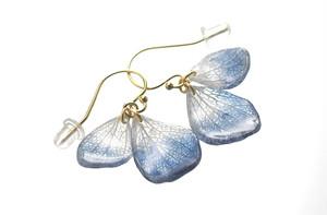 アジサイ【藍染】ふたつ花片のピアス 14kgf/イヤリング