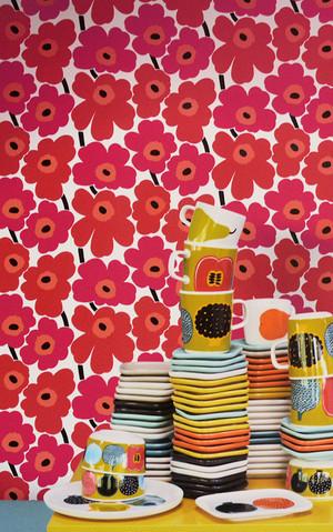 1m〜切り売り輸入壁紙【marimekko マリメッコ】PIENI UNIKKO (ピエニウニッコ)  17904 ベリーレッド  赤 花 フリース