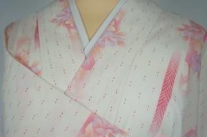 未使用【夏】洗える着物 絽 小紋 花 蝶 化繊 白 ピンク 230