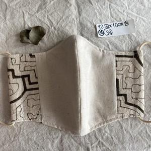 マスク 93 白 12.5x10cm シピボ族の泥染め