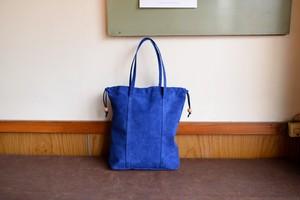 群青色のピッグスキンの巾着バッグ