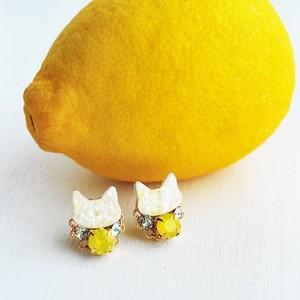 ◇レモンイエロー◇白猫とスワロビジューのピアス/イヤリング