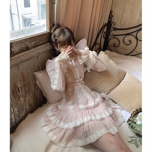 many frill volume dress