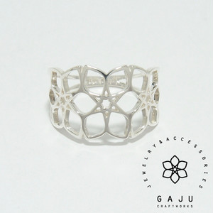 gajuvana Trinity ring (large)