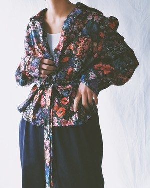 EUROPE VINTAGE / FLORAL GLITTER BLOUSE WITH WAIST STRAP.