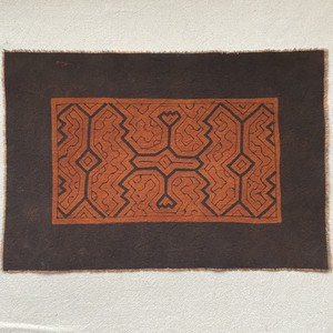 泥染めカフェマット  20x32cm-1 シピボ族の泥染め 天然染め 先住民族の工芸 プレイスマット