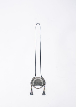 nahezu≒gleich / hindi necklace