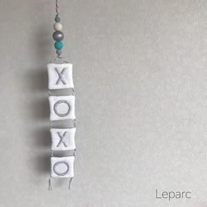 刺繍タペストリーgray【XOXO】