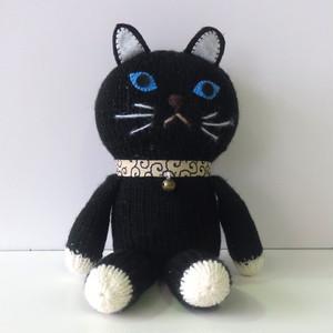 編みぐるみ          (だっこ猫ちゃん 黒)